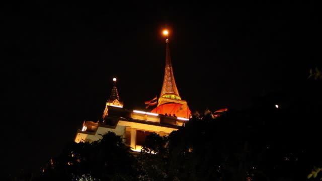 golden pagoda at night. - tornspira bildbanksvideor och videomaterial från bakom kulisserna
