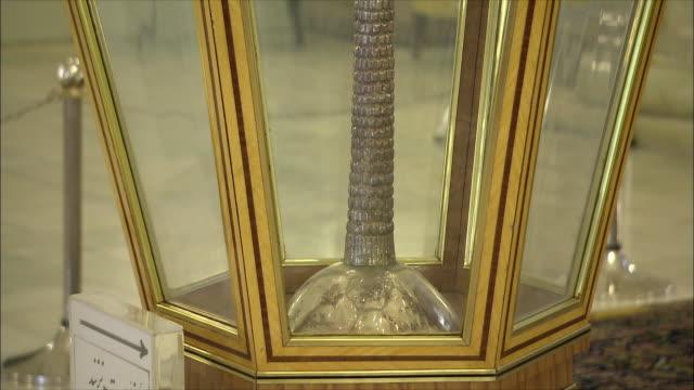 cu tu golden palm tree in glass cabinet, saadabad palace, tehran, iran - skåp med glasdörrar bildbanksvideor och videomaterial från bakom kulisserna