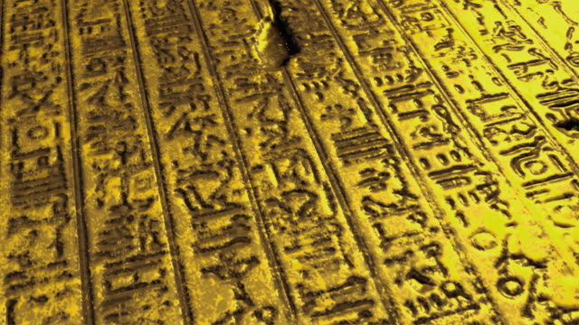 cu td golden plate covered with ancient egyptian hieroglyphs - arte dell'antichità video stock e b–roll