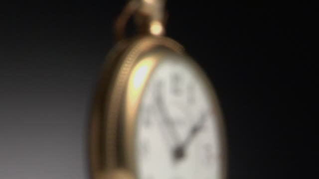 cu, focusing, golden pocket watch - 懐中時計点の映像素材/bロール