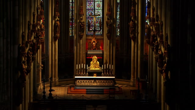 WS Golden tabernacle in Cologne Cathedral, statues on columns seen in foreground / Cologne, Germany