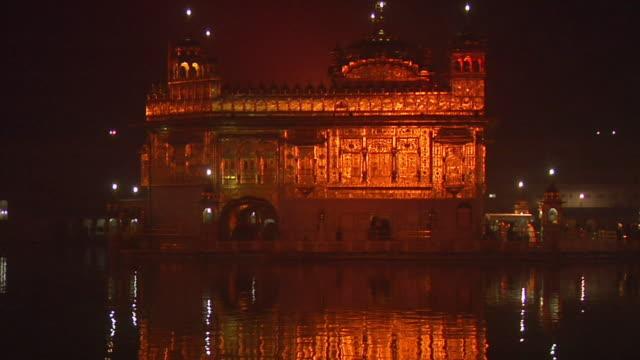 MS, TU, Golden Temple gurudwara, Harmandir Sahib illuminated at night, Amritsar, Punjab, India