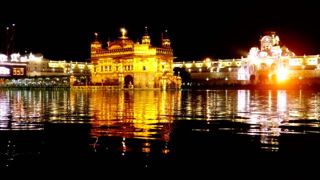 goldener tempel in amritsar, indien - punjab region stock-videos und b-roll-filmmaterial