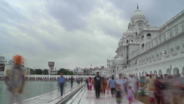 golden temple visitors time lapse - tourism stock videos & royalty-free footage