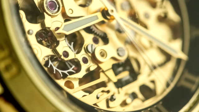 golden watch mechanism working - primissimo piano video stock e b–roll