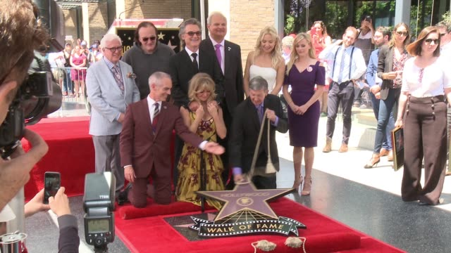 goldie hawn, kurt russell, kate hudson, reese witherspoon, and quentin tarantino at the walk of fame to honor goldie hawn and kurt russell with... - kurt russell stock videos & royalty-free footage