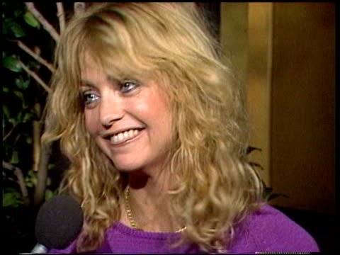 vídeos de stock e filmes b-roll de goldie hawn talks about the movie 'private benjamin' and what it did for her status. segment includes previous footage of ex-husband bill hudson... - 1981