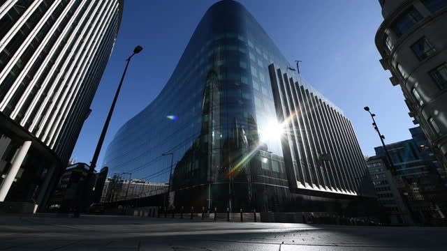 goldman sachs headquarters as hundreds of bankers return to london offices, in london, u.k. on wednesday, april 7, 2021. hundreds of jp morgan and... - lens flare stock videos & royalty-free footage