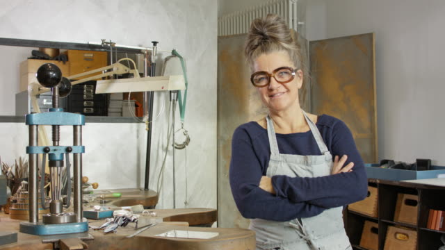 goldsmith workshop and retail shop led by independent self-employed master craftswoman. - schmuck stock-videos und b-roll-filmmaterial