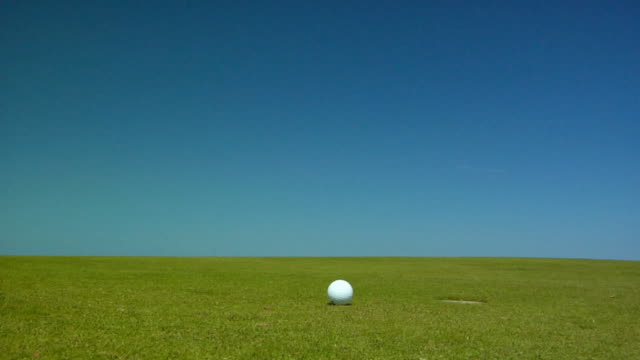 cu, golf ball rolling on course, north truro, massachusetts, usa - golfplatz green stock-videos und b-roll-filmmaterial