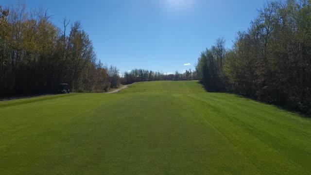 golf course footage - golfplatz stock-videos und b-roll-filmmaterial