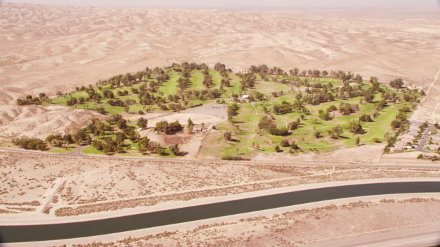 golf course in desert - green golf course stock videos & royalty-free footage