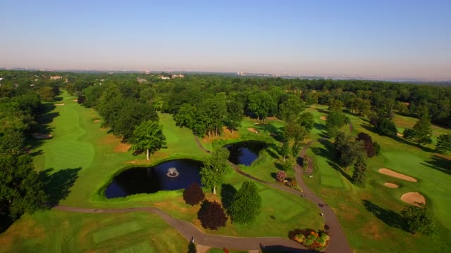 golf course on long island - ゴルフ場点の映像素材/bロール