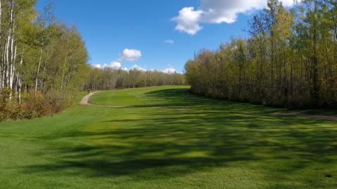 vídeos y material grabado en eventos de stock de golf course perspectives - campo lugar deportivo