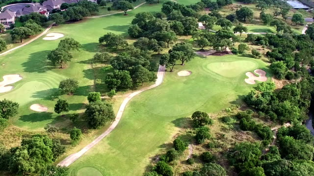 stockvideo's en b-roll-footage met golf cursus texas heuvelland in 4k - golfbaan