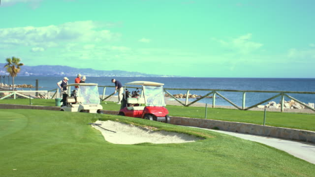 golf course with beach - golfplatz green stock-videos und b-roll-filmmaterial