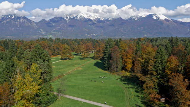 aerial golf course with mountains in the background - green golf course stock videos & royalty-free footage