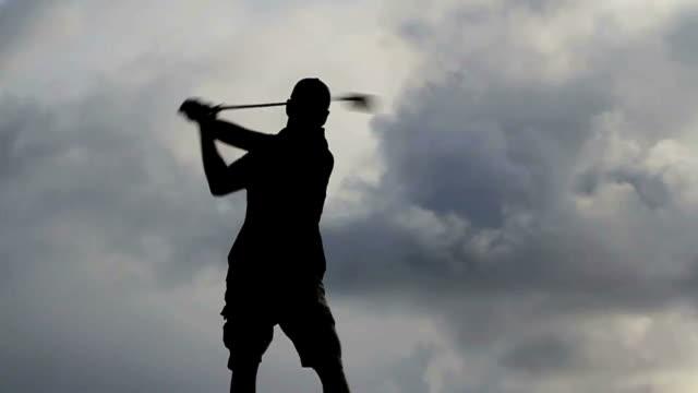vídeos de stock, filmes e b-roll de golf drive - batendo com a cabeça na parede