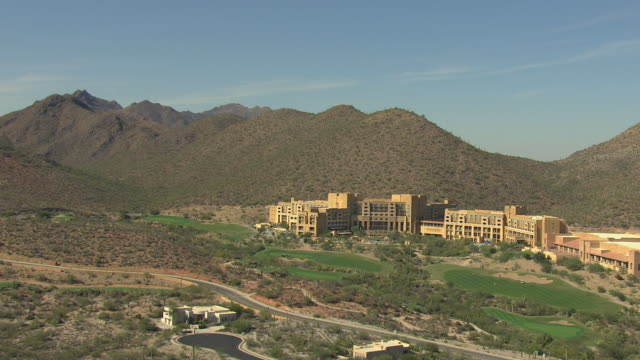 ws aerial golf resorts with mountain behind / tucson, arizona, united states  - freibad stock-videos und b-roll-filmmaterial