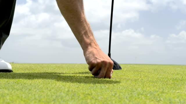 vídeos de stock, filmes e b-roll de de golfe - bola de golfe