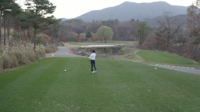 stockvideo's en b-roll-footage met golf - young man swinging with iron - golf sport