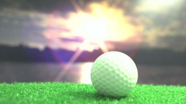 golfboll på green mot vacker blå himmel - golfgreen bildbanksvideor och videomaterial från bakom kulisserna
