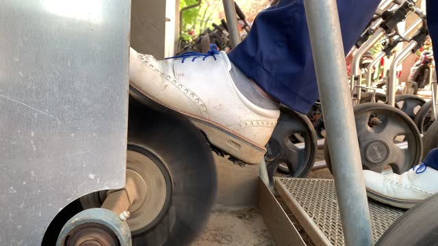 golfer cleaning his shoes in machine - golf shoe stock videos & royalty-free footage