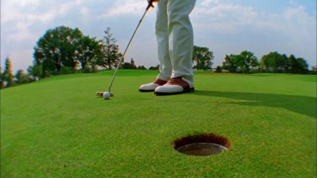 vídeos y material grabado en eventos de stock de a golfer misses his putt. - putt