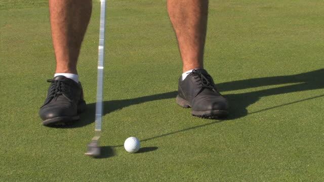 vídeos de stock, filmes e b-roll de golfer putting ball, close up, spain - green de golfe