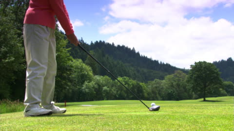 vídeos de stock, filmes e b-roll de golfer swinging - veja outros clipes desta filmagem 1271