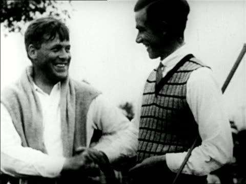 vídeos y material grabado en eventos de stock de golfers bobby jones and johnny farrell shaking hands / mateson, il / u.s. open / newsreel - 1928