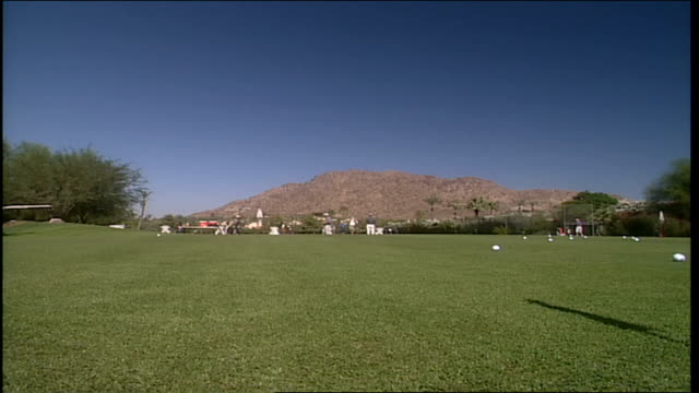 golfers in distance and mountains in phoenix arizona - natural land state stock videos & royalty-free footage