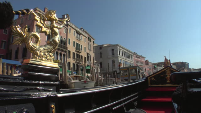 pov, gondola on grand canal passing under rialto bridge, venice, italy - unknown gender stock videos & royalty-free footage