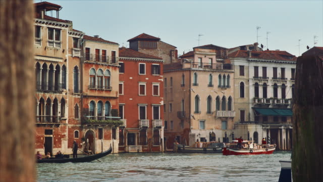 stockvideo's en b-roll-footage met ms - gondola on the grand canal, boats passing by - passagiersboot