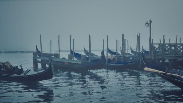 ws - gondola passing in the mist - besichtigung stock-videos und b-roll-filmmaterial