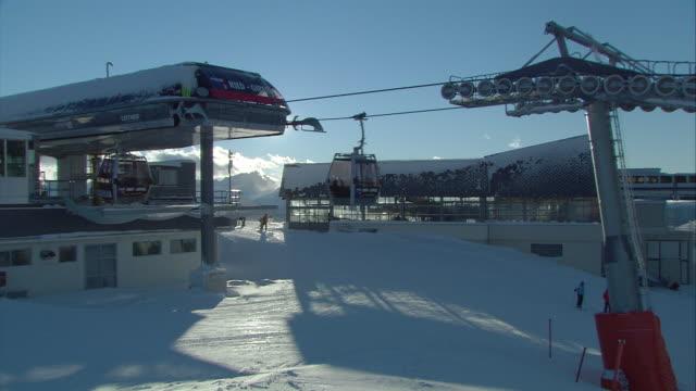 gondola station on the summit, kronplatz - seggiovia video stock e b–roll