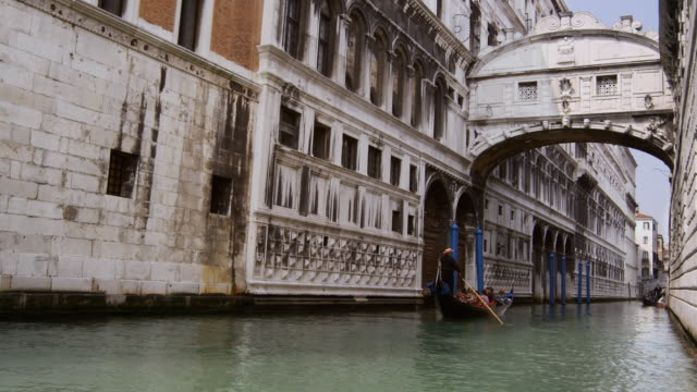 ms, gondolas in grand canal, venice, italy - 50 seconds or greater stock videos & royalty-free footage
