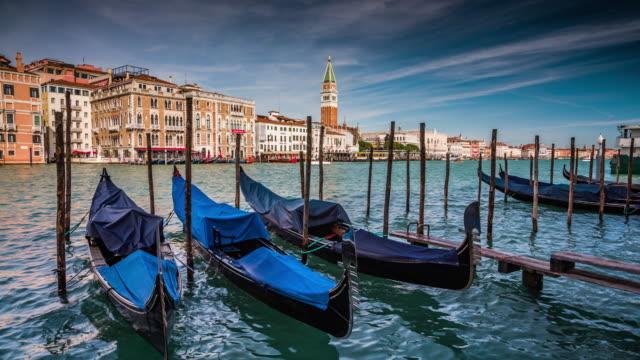 ゴンドラ・イン・ヴェネツィア - 運河点の映像素材/bロール