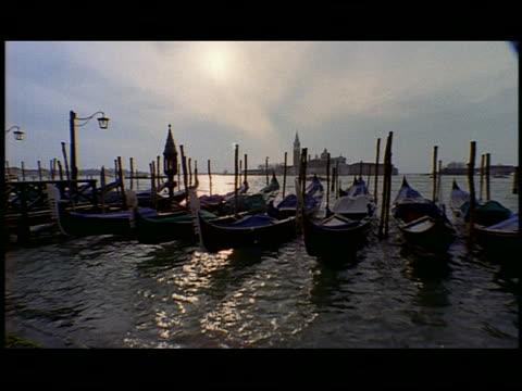 vídeos de stock e filmes b-roll de gondolas moored at the pier in venice  venice  italy - formato letterbox