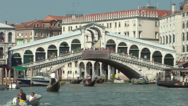 ms, gondolas on grand canal and rialto bridge, venice, italy - 16th century style stock videos and b-roll footage