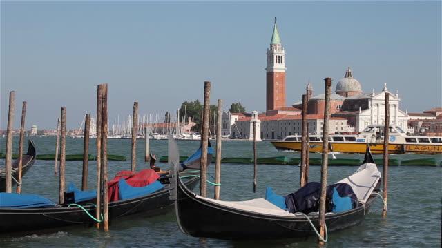 vidéos et rushes de gondola's & san giorgio maggiore church - poteau en bois