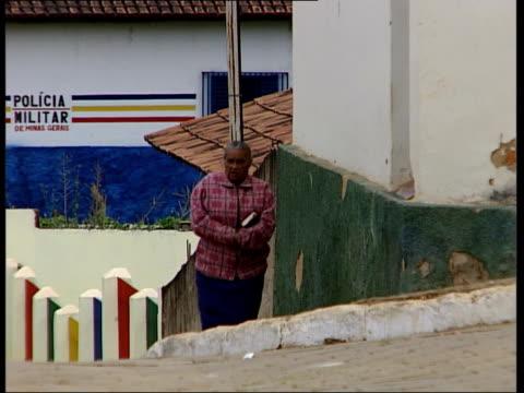 gonzaga the small hometown of jean charles de menezes brazil minas gerais gonzaga ext banner reading 'jean martir do terrorismo ingles' / group of... - hometown bildbanksvideor och videomaterial från bakom kulisserna