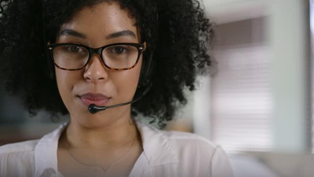 vídeos y material grabado en eventos de stock de una buena comunicación mantiene a todos contentos - servicio