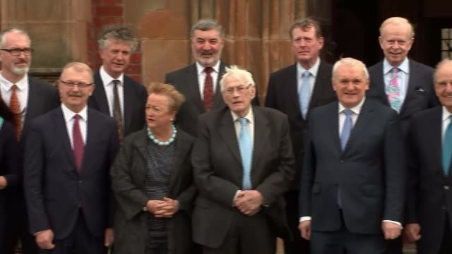 architects come together to commemorate deal belfast ext pan photocall with gerry adams george j mitchell bertie ahern david trimbell reg empey... - バーティ アハーン点の映像素材/bロール