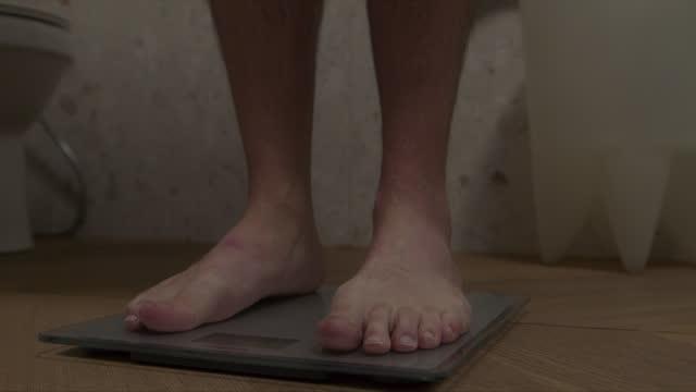 stockvideo's en b-roll-footage met een goede gezondheid weegt op niemand - gewicht meeteenheid
