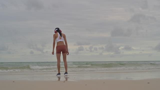 vidéos et rushes de good morning séance d'entraînement - joggeuse
