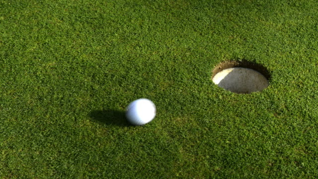 vidéos et rushes de good putting - balle de golf