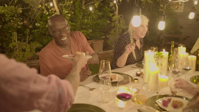 vídeos y material grabado en eventos de stock de good times around the birthday table - 55 59 años