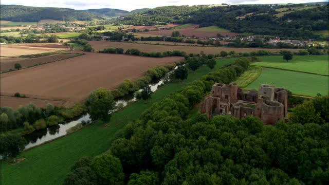 goodrich slott - flygfoto - england, herefordshire, storbritannien - herefordshire bildbanksvideor och videomaterial från bakom kulisserna