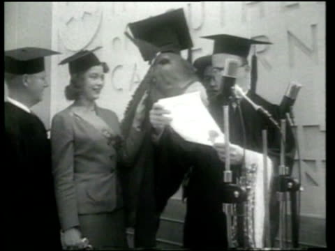 stockvideo's en b-roll-footage met goodwill industries awards francis the mule with an honorary degree in los angeles - afstudeer toga